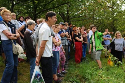 Kometovaná prohlídka Vokovické třešňovky během srpnové vycházka